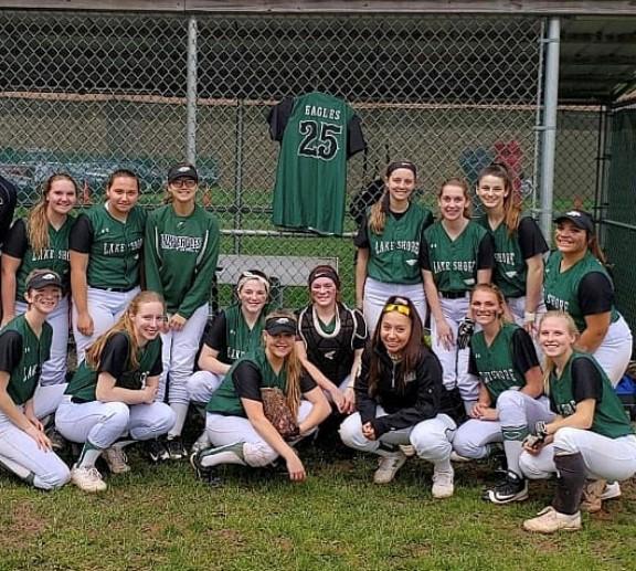 2018-2019 Lake Shore varsity softball team.